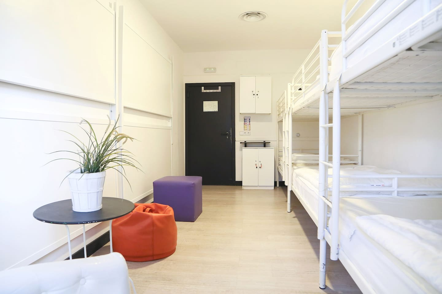 Room Type 10 bed mixed (shared bathroom)