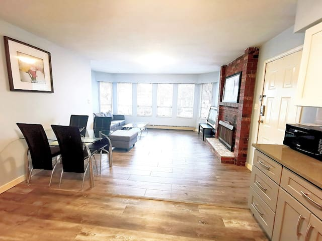✺ New renovated Private 2br huge living room suite