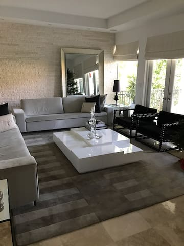 My sweet and cozy home. - Key Biscayne - House