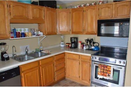 Private Entire House 4BD/2.5Bath,Kitchen,LivingRm - Eagan