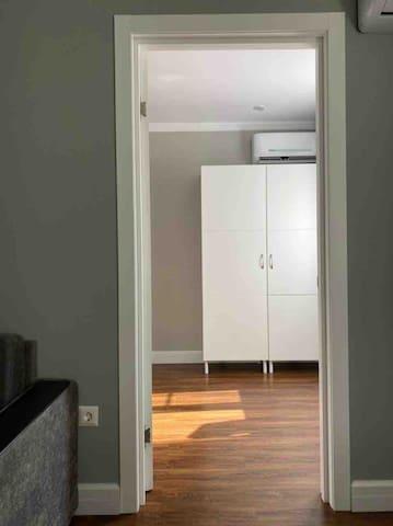 Шкаф в спальне (родительской)