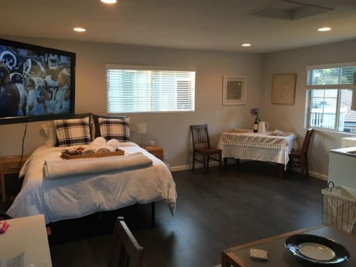 Brand New- clean, peaceful, private guest house