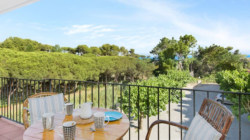 2 bed apartment sleeps 4 in calella de palafrugell