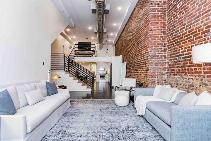 Breath-Taking Fabulous Loft Downtown│5 ★ Location!