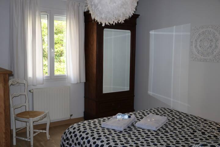 Chambre dans maison calme climatisée proche centre