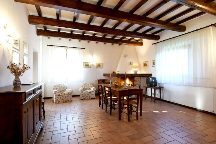 Grande e fresco appartamento a piano terra