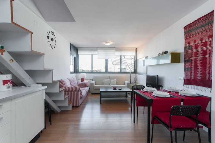 Bright duplex penthouse for 4/6 pax - Madrid - Byt