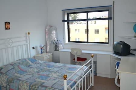Dois Quartos com Casas Banho privativa (2 Suites - Santa Maria da Feira - Appartement