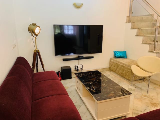 ★Beautiful, Peaceful & airy apartment South Delhi★