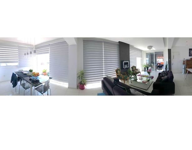 Room in luxury 2-floor duplex apartment in Nicosia - Strovolos - Bed & Breakfast