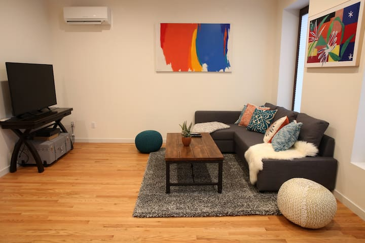Great Townhome!! 1 Stop from Manhattan! Sleeps 6