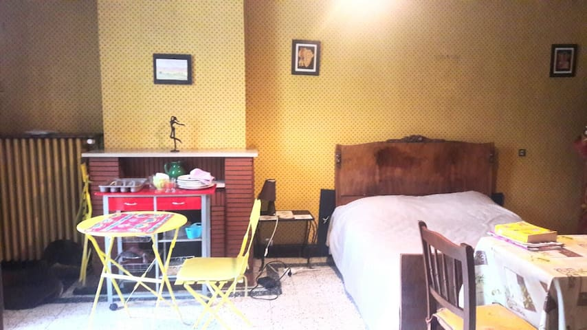 Studio dans maison au coeur de ville