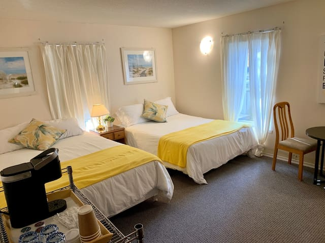 PARADISE INN  on Port Elgin Beach, 101 STANDARD ROOM Main Floor, 2 Queen Beds