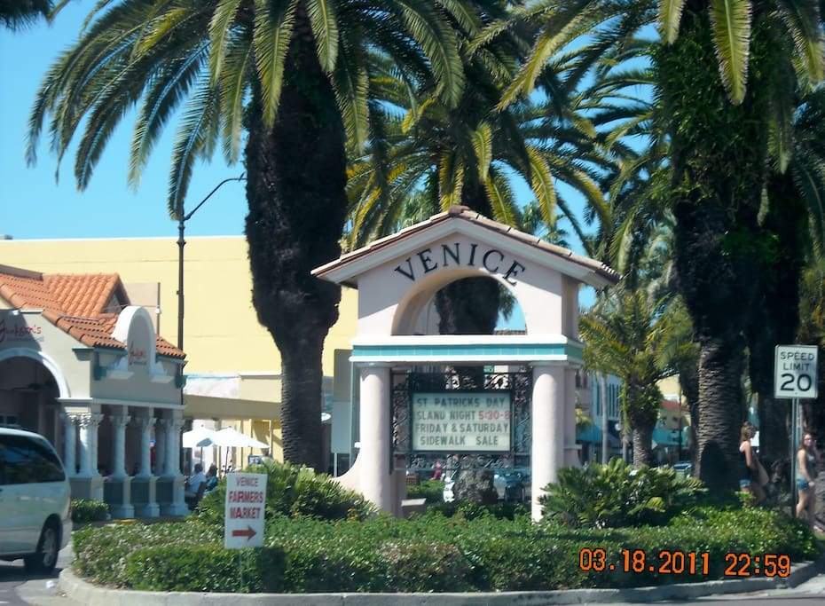 Entrance on Venice Island for shopping, restaurants and Gulf Beaches.