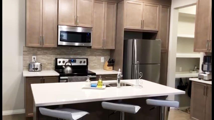Cozy One Bedroom - Airdrie