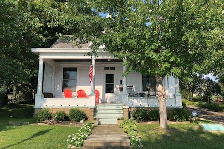 Grant Cottage, historic & charming Ohio River home
