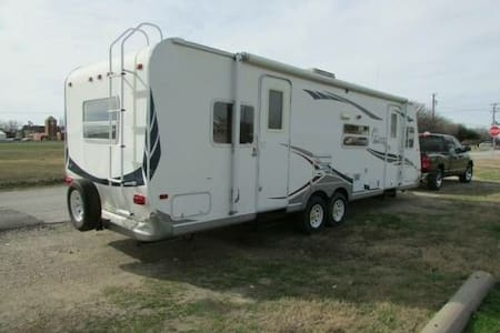 Texas Motor Speedway - RV Rental - Fort Worth - Hus