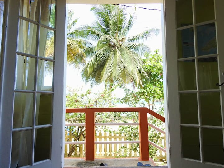 Charming Parlatuvier BAY COTTAGE is all you need!
