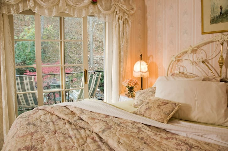Chantilly Rose - Arsenic and Old Lace Bed & Breakfast Inn