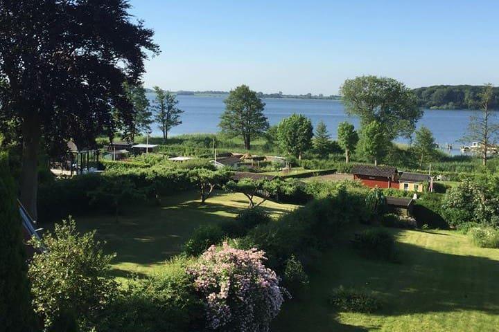 Stor villa, udsigt over Maribo sø - tæt på centrum