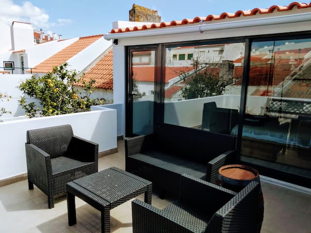 Beautiful 1 Bed House with Terrace South Lisbon