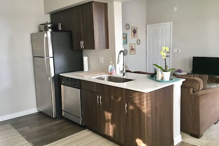 Sun Filled Colorado Apartment! - Littleton
