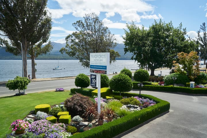 Two Bedroom Spa Apartment at Radfords on the Lake