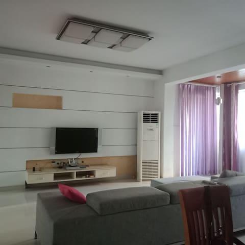 四十多平米的客厅,大3p的美的空调,