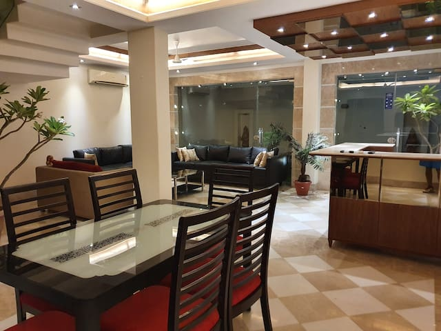 Indep, Luxury 04BHK cyber hub, Airport, Party