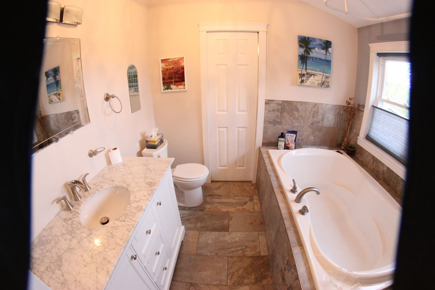 Private double soaker tub with 38 jets!