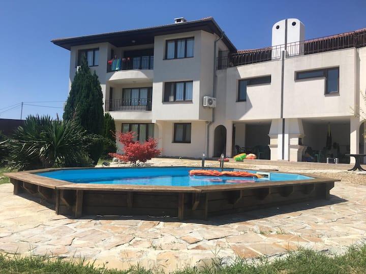 Ruime Villa Alen Mak, 10 pers. Varna, Bulgarije