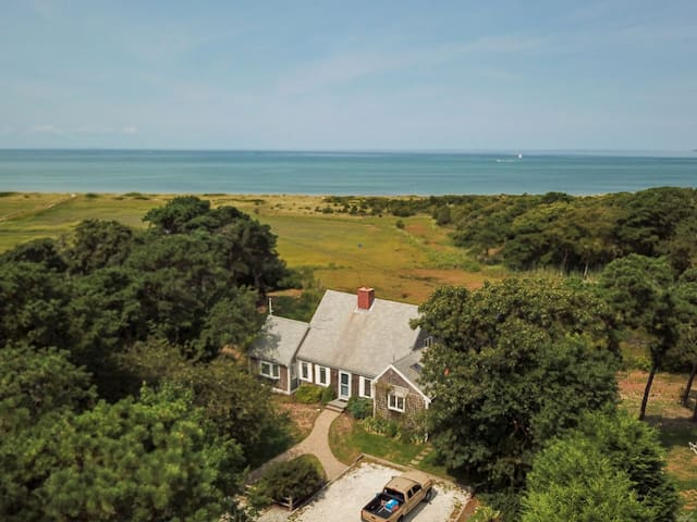 #512: Stunning views of the bay! Private w/ large deck, 1/2 mile walk to beach!