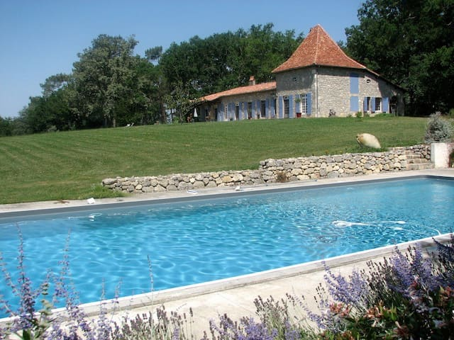 Beautiful villa in Gascony with private pool