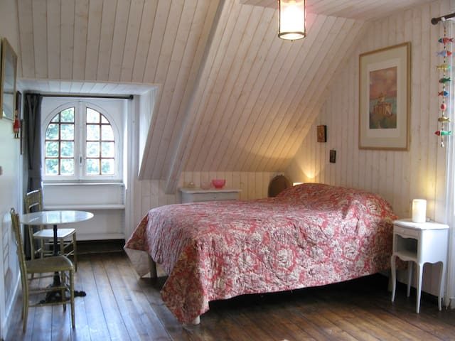 Maisonnettewohnung auf einem bewaldeten Grundstück - Plestan - Huoneisto