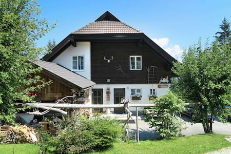 Cozy holiday apartment in a quiet and idyllic location, in the middle of the hiking area
