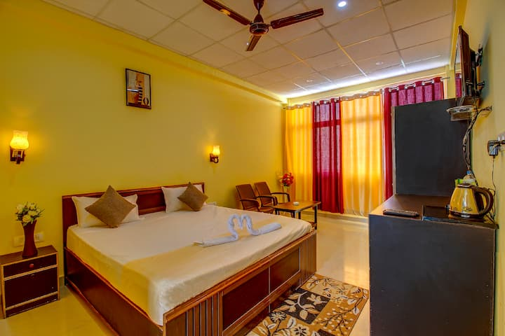 Stay with private balcony with Amazing valley view