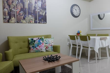 Charming 1BR w/ Balcony view of SM Mall of Asia - Appartement en résidence