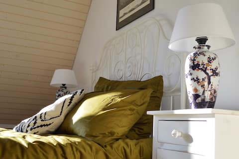 Luminosa y acogedora habitación con vistas a Rigi