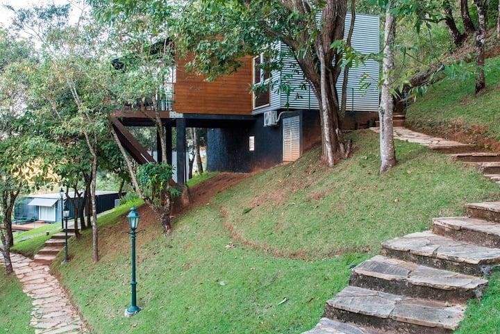 Casa no Baubrasil,  nos pés da Serra de São José.