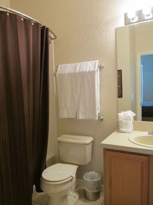 Sweet Home Vacation Disney Rentals Vacation Homes Florida Orlando Regal Palms Resort & Spa (Bathroom).