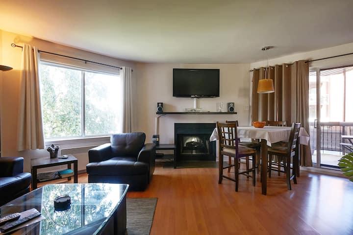 Beautiful, spacious (1076 sc ft) and quiet condo