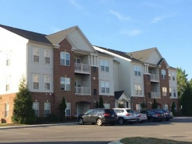 Centrally Located.Quiet Community.. - College Park - Condominium