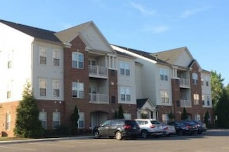 Centrally Located.Quiet Community.. - College Park - Apartament