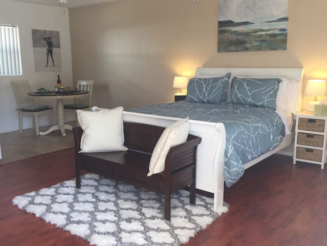 Spacious and peaceful studio in Redondo Beach.