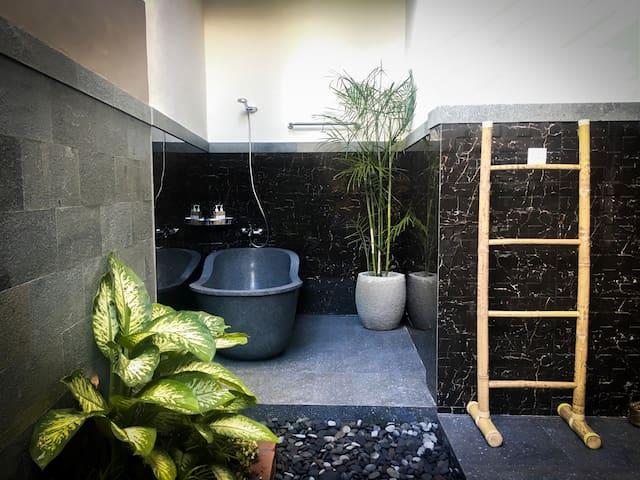 UBUD - Deluxe Room - Outdoor Bathroom + Terrace #2