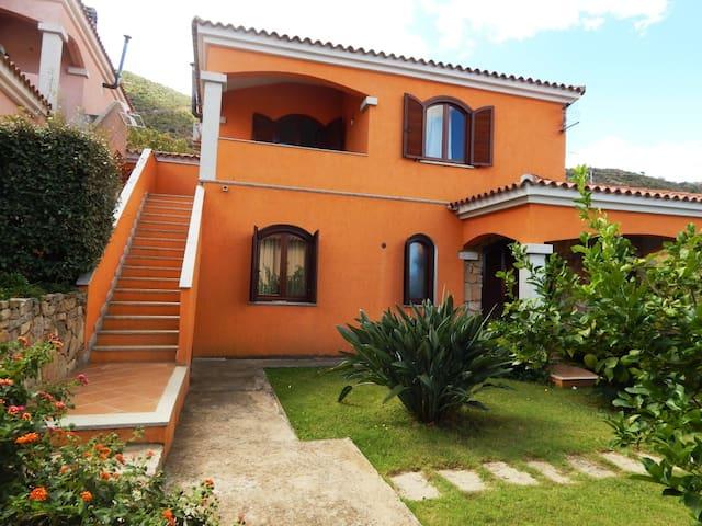 Trilo Lioni 2:New three-room apartment, 4 people - San Teodoro - Byt