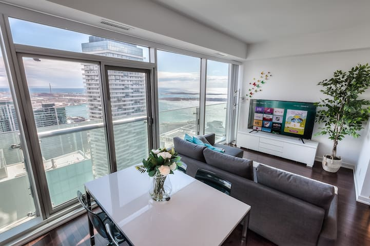 60th+ floor lake view condo in heart of downtown