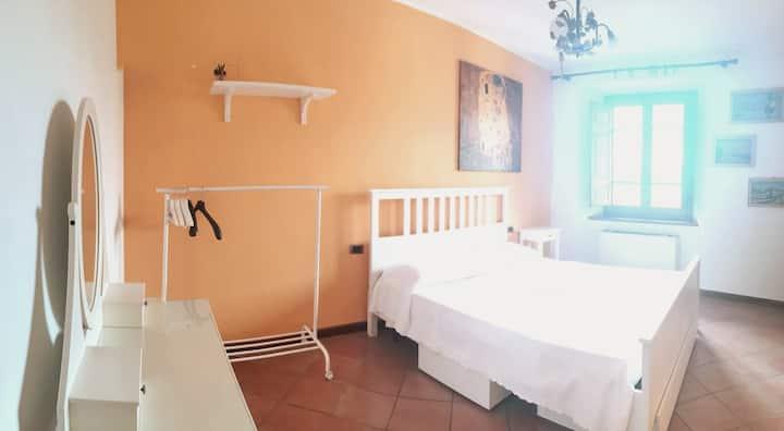 Accogliente stanza nel cuore di Pietrasanta.