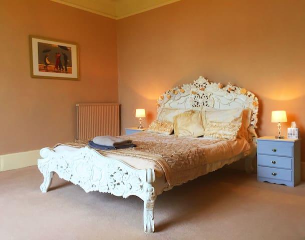 1st Floor principal room 'Princess bed'