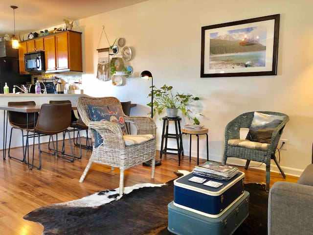 Stay Here! 3 bdrm 2 bath river view w/ central air